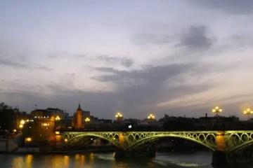 Lungo il fiume a Siviglia
