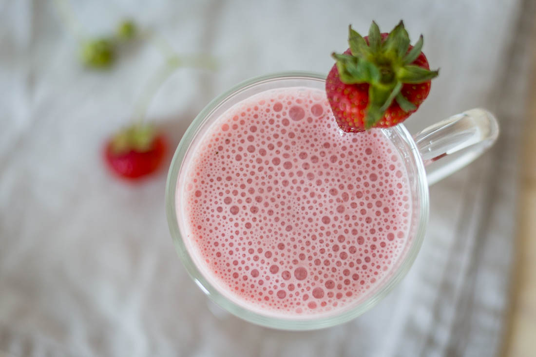 Fresh and light Strawberry Smoothie by Eve | nordbrise.net (Erfrischend leichter und laktosefreier Erdbeer-Smoothie)