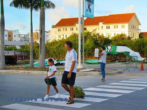 13104843113_faa3a865e6_walk-to-school