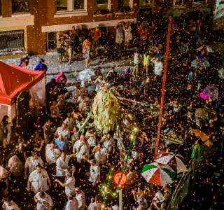 Sant' Antonio arrives home at the feast in a rainstorm of confetti
