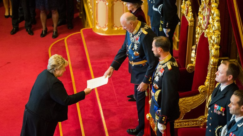 Prime Minister Erna Solberg presents trontalen to King Harald
