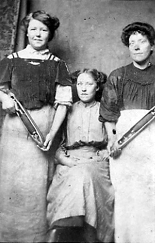 Leeds Mill Girls, 1890, http://www.leodis.net/