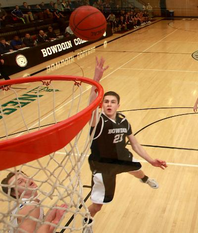 Lucas Hausman '16 has been unstoppable as of late. The junior dropped a career-high 30 against Trinity in a losing effort on Friday. (Courtesy of Bowdoin Athletics/www.CIPhotography.com)