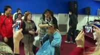 Após apóstolo Renê Terra Nova raspar a cabeça, vários fiéis de sua igreja repetem o ato. Assista