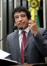 Magno Malta afirmou que vai processar o petista Julian Rodrigues por causa de nota o acusando de homofobia
