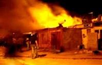 Famílias evangélicas têm suas casas destruídas e incendiadas por católicos tradicionalistas