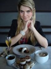 """Conheça o testemunho de Juliana Dacoregio, blogueira ex ateia que se """"re-converteu"""" ao evangelho: """"Deus me perseguiu"""""""