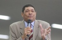 Apostólo Valdemiro Santiago está finalizando compra da rede de TV CNT