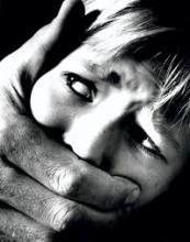 Pastor é preso por estuprar, agredir e ameaçar a própria filha de 12 anos de idade