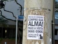 """Anúncio assinado pelo """"tinhoso"""" promete dinheiro à vista para quem se dispor a vender a alma; Entenda"""