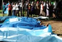 """Extremistas islâmicos assassinam cristãos """"de casa em casa"""" durante ataque a cidade do Quênia"""