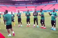 Jogadores de Gana louvam a Deus após treino na Arena das Dunas; Assista ao vídeo