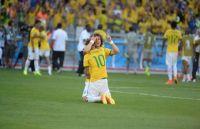 """Após classificação suada às quartas de final da Copa do Mundo, jogadores da Seleção Brasileira agradecem a Deus: """"Ninguém poderá nos vencer"""""""
