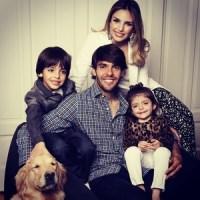 """Para desmentir boatos sobre divórcio, Kaká publica foto ao lado da esposa e filhos: """"Não acredito em sorte, acredito na benção"""""""