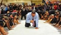 """Apóstolo unge 50 Kg de sal para """"ritual sagrado"""" e causa polêmica; Repercussão internacional alerta para distanciamento da Bíblia"""