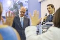 Geraldo Alckmin pede oração a pastores em igreja neopentecostal e defende parceria do Governo com igrejas no tratamento de dependentes químicos