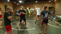 Igreja cria clube de lutas em seu templo e usa treinos de MMA como forma de evangelismo