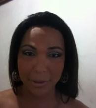 """Travesti critica ativistas gays, afirma que há violência entre homossexuais e defende a família: """"Nasci de uma""""; Assista"""