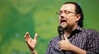 """Em entrevista exclusiva, deputado pastor Carlos Bezerra crava: """"O Estado tem de saber que as igrejas têm suas próprias regras"""""""