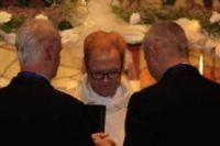 Pastor celebra 20 casamentos homossexuais como forma de comemorar seu aniversário
