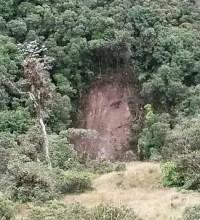 """""""Rosto"""" de Jesus aparece em barranco na Colômbia e local vira destino de peregrinação"""