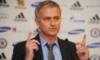 Técnico do Chelsea, José Mourinho diz que ora a Deus diariamente, mas nunca fala sobre futebol