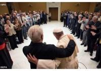 Papa Francisco recebe grupo de pastores pentecostais no Vaticano e ora por união da Igreja