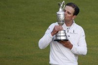 """Golfista Zach Johnson supera Tiger Woods novamente e atribui vitória a Deus: """"Ele me guiou"""""""