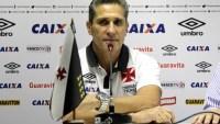 Evangélico, técnico do Vasco manda retirar imagem de Senhora Aparecida do clube, diz jornal