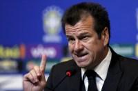 """Dunga critica presença de pastor no hotel da Seleção: """"Lá não é local para exposição religiosa"""""""