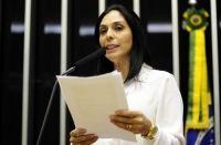 """Deputada evangélica critica insistência do governo em impor ideologia de gênero """"goela abaixo"""""""
