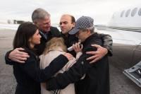 Na chegada aos Estados Unidos, pastor Saeed Abedini é recebido por seus pais e Franklin Graham