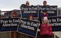 Campanha de oração contra o aborto faz dezenas de mães desistirem de interromper a gravidez
