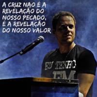 """André Valadão polemiza ao dizer que """"a cruz não revela pecados, e sim, nosso valor""""; Pastor rebate"""