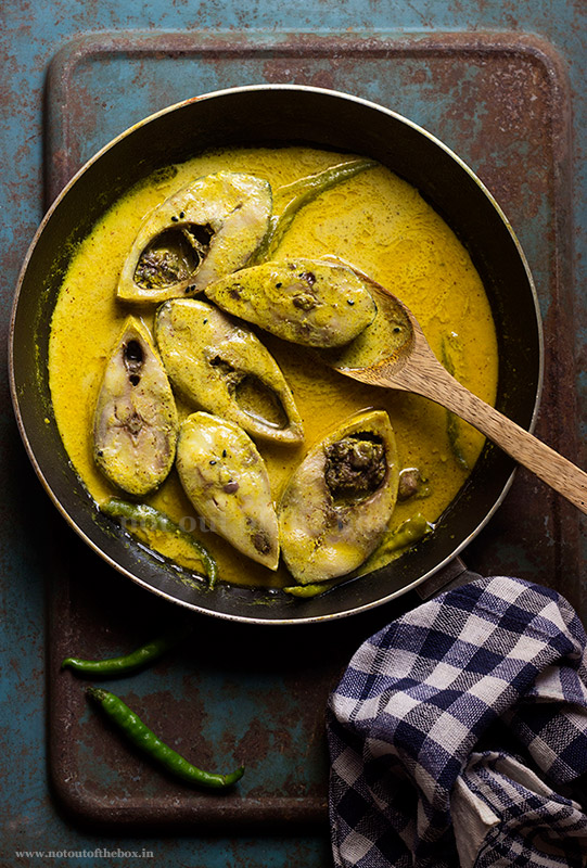 Doi Ilish Bhapa/Steamed Hilsa in Mustard-Yogurt Gravy