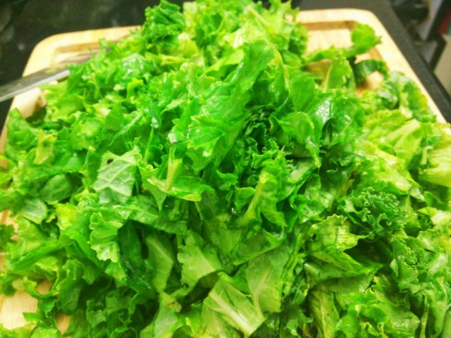 Washed and deveined kale