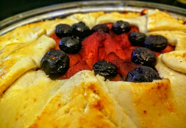 The magical pear, apple and blueberry pie