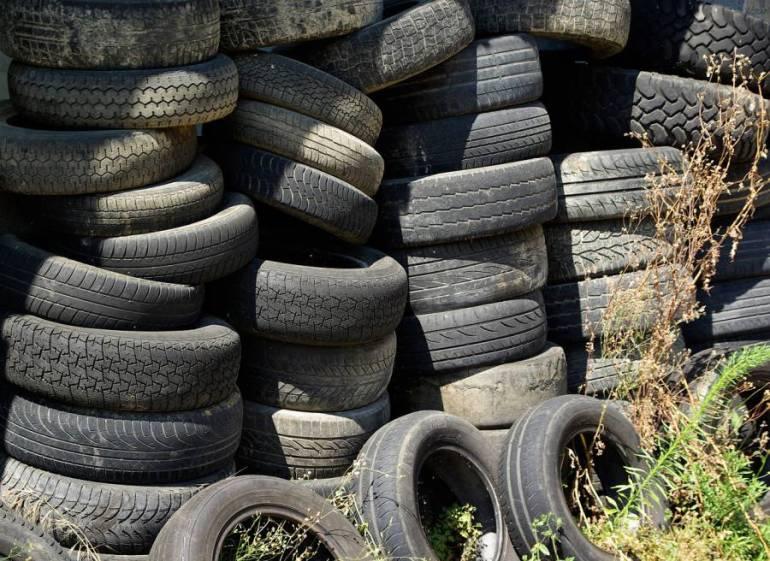 tires-904945_1280