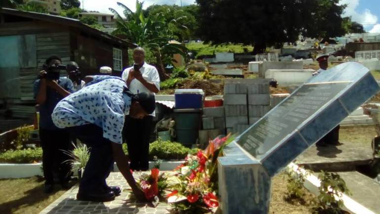 Former Lance Corporal Terrance Calender laying wreath at St George's Cemetery
