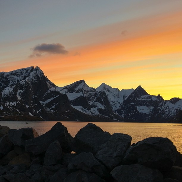 Premier coucher de soleil aux couleurs incroyables pour notre arrivehellip