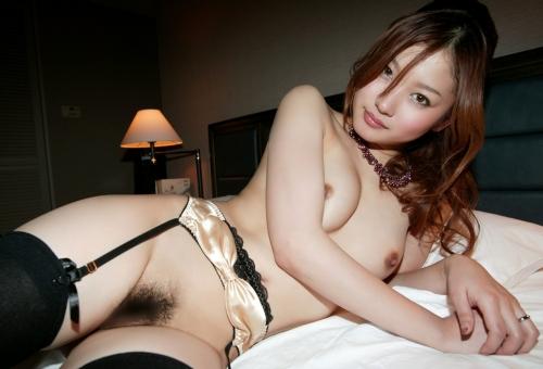 【ヌード画像】ガーターベルトの色っぽさで美人の魅力がアップw(33枚)