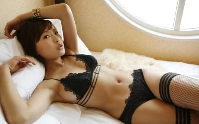【ヌード画像】美女の黒下着姿が色気ありすぎな件(33枚)