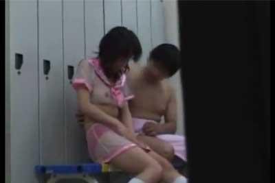 【盗撮動画】AV撮影前に男優が、女優を口説いて本番前にセックスしちゃってたので、見えないところでカメラまわして撮影しちゃいましたww