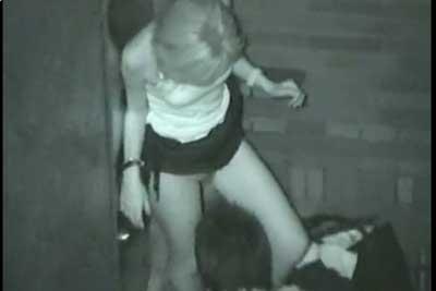【盗撮動画】夜の公園の建物の陰でクンニしちゃってるカップル発見!俺様の盗撮必須アイテム赤外線カメラで思い切り隠し撮りしたったww