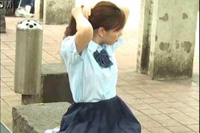 【盗撮動画】JKの夏服制服ファンの皆さんお待たせしました!超かわいい素人夏服JKの盗撮動画。もちろんパンチラゲットも成功してますよ!