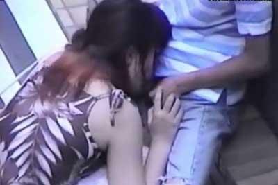 【盗撮動画】ビルの陰に隠れて白昼堂々フェラしちゃってるカップル発見!もちろんズームしてカメラで盗撮させていただきましたよww