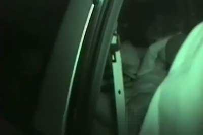 【盗撮動画】深夜の駐車場で1台の車が激しく上下に揺れていたので赤外線カメラで盗撮してみたらカップルが車内で激しく手マンしてましたww【無修正】