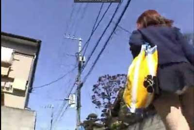 【盗撮動画】朝の住宅街を隠しカメラを忍ばせながら、登校中のJKを尾行してローアングルから彼女たちのパンチラを盗撮しまくった動画集www