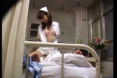 【盗撮動画】深夜の病床に隠しカメラを仕掛けてみたら、なんと宿直ナースが患者とヤっちゃってるところが撮れちゃった超問題作。完全に挿入しちゃってますww