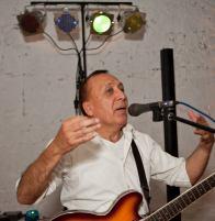 Rodolfo mit Gitarre